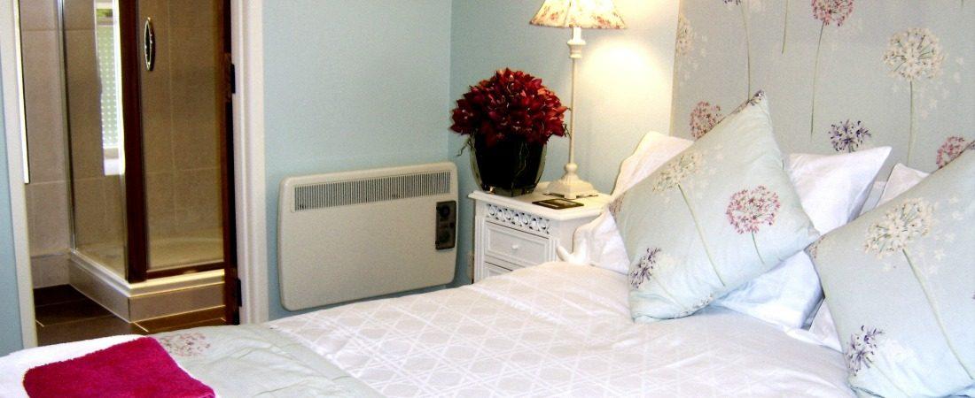 akes get aways Woodside master bedroom